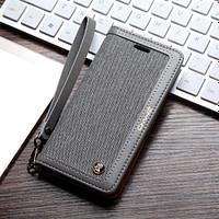 CMAI2 plånboksfodral i denim och konstläder för iPhone 7 och 8. Snyggt fodral i denimmaterial och delikata sömmar som ger en elegant look. Plats för både kort och sedlar och fodralet kan även vikas till ett smidigt ställ. Praktisk handledsrem medföljer också! Passar: iPhone 7 och 8 Färg: Grå